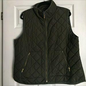 Old navy green vest ♥️